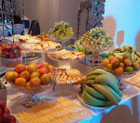 Frukt, chokladfontän, nötmix till bröllop eller fest