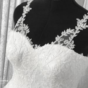 Hyra pärlbroderad brudklänning till bröllopet